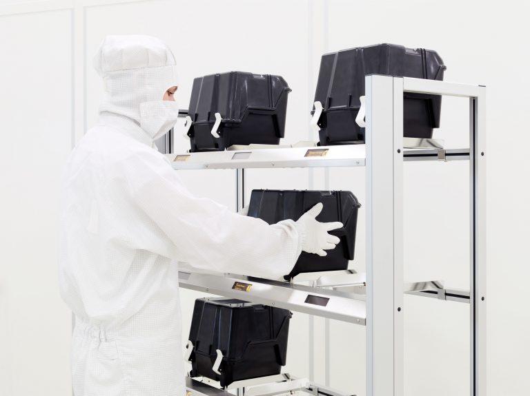 RFID shelf with operator in cleanroom