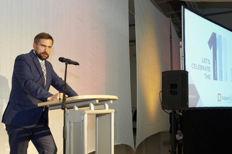 Staatsminister Martin Dulig gratuliert Fabmatics