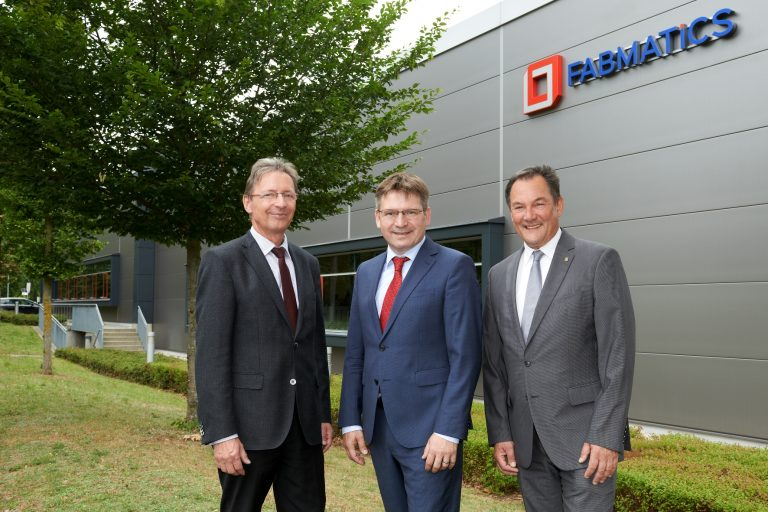 Dr. Pollack, Heinz Martin Esser and Dr. Giesen in front of Fabmatics GmbH