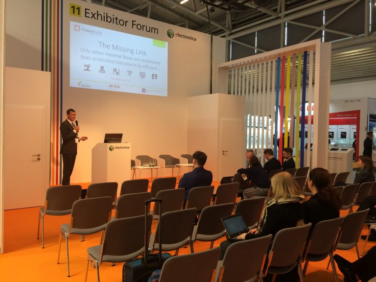 Fabmatics employee gives lecture in front of trade fair audience