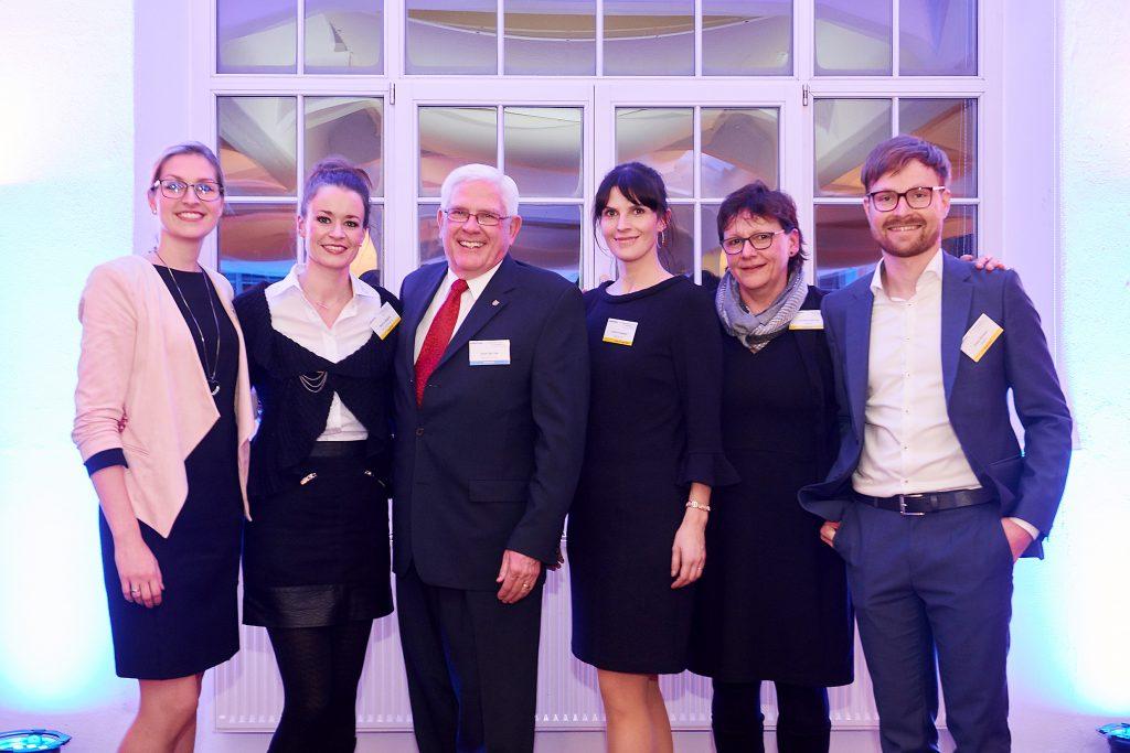17. Innovationsforum For Automation Dresden 2020 in den Deutschen Werkstätten Herllerau. Ein Bild von den Organisatoren des Automation Network Dresden und dem Moderator